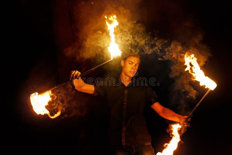 De brand toont Dans met Personeel stock afbeelding