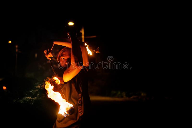 De brand toont Dans met Poi royalty-vrije stock afbeeldingen