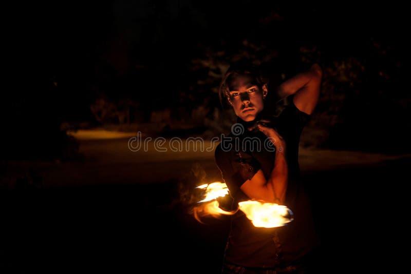 De brand toont Dans met Poi royalty-vrije stock afbeelding