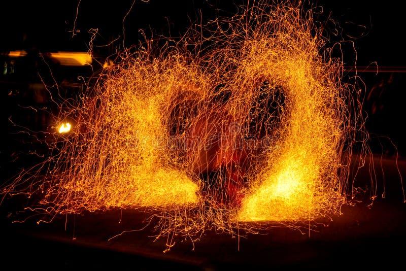 De brand toont - steek hart in brand royalty-vrije stock afbeeldingen