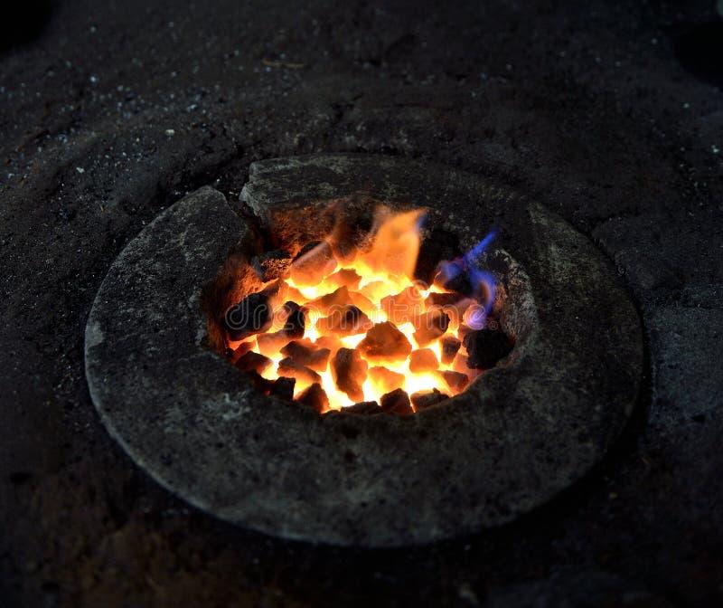 De brand van cokes is klaar om ijzer te smelten royalty-vrije stock foto's