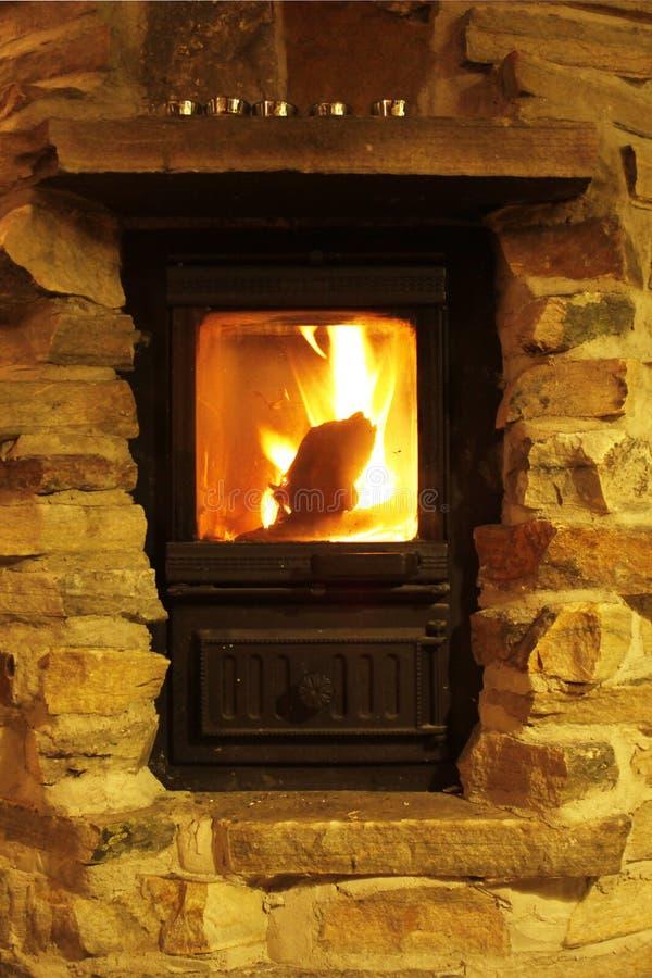 De brand van het geknetter - comfortabele atmosfeer royalty-vrije stock foto's