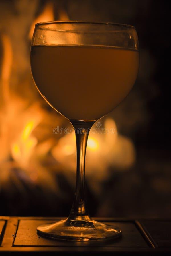 Download De Brand van het wijnglas stock foto. Afbeelding bestaande uit drank - 54092226