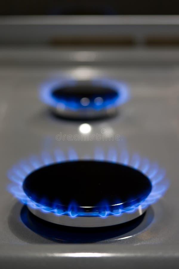De brandende ringen van het gaskooktoestel klaar te koken royalty-vrije stock foto's