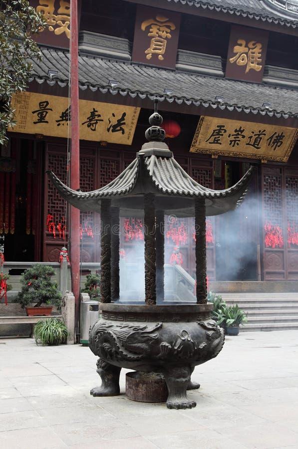 De brander van de wierook bij Tempel royalty-vrije stock afbeelding