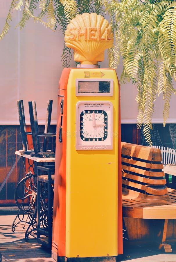 De brandstofcontainer van Beckmeter werd de oude Shell gezet op vertoning aan het publiek royalty-vrije stock afbeelding