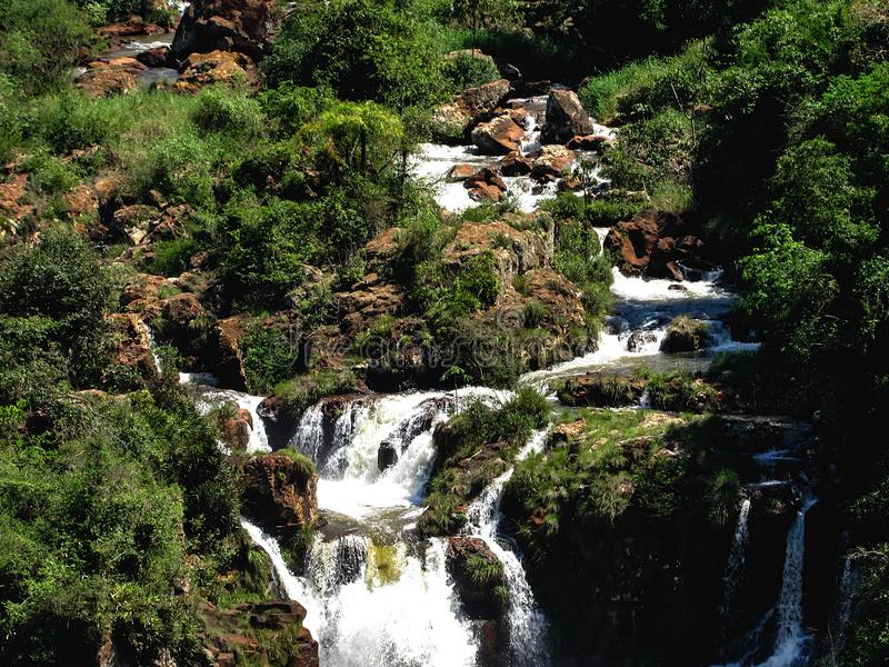 De Braziliaanse Kant van Iguazu valt, in Foz doe Iguacu, Brazilië royalty-vrije stock afbeeldingen