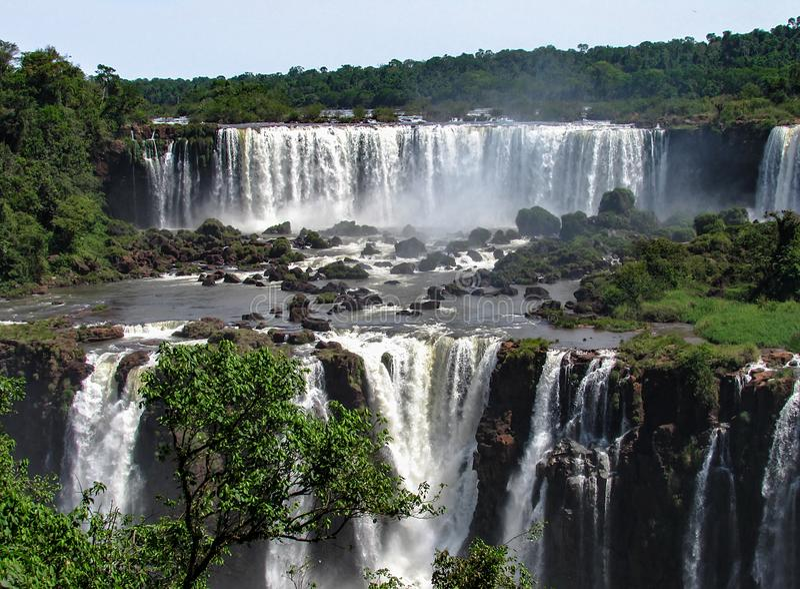 De Braziliaanse Kant van Iguazu valt, in Foz doe Iguacu, Brazilië stock afbeelding