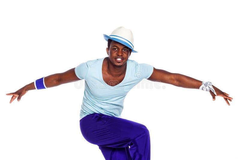 De Braziliaanse mens stelt en danst in koele doeken stock afbeelding