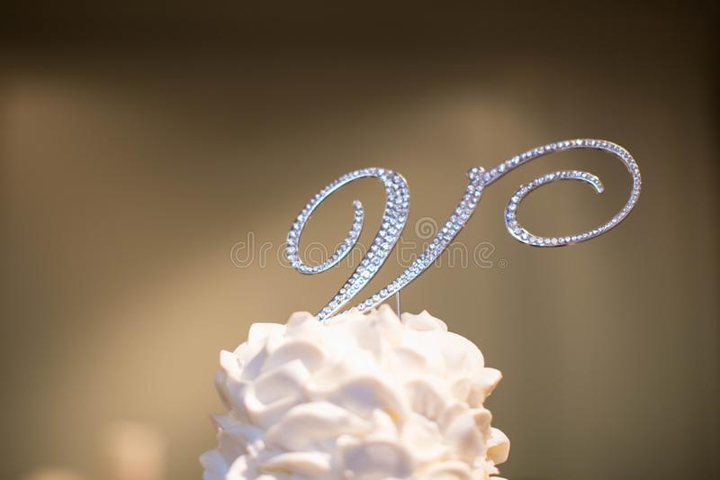 De Brief ` V `-Cake Topper stock foto's
