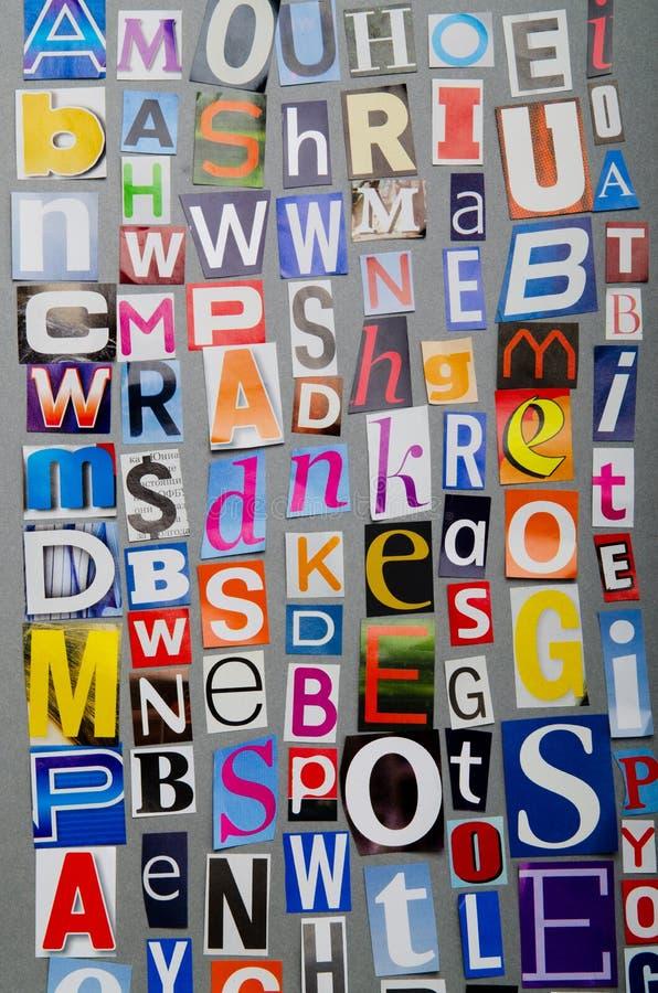 De brieven van de besnoeiing van kranten stock afbeelding