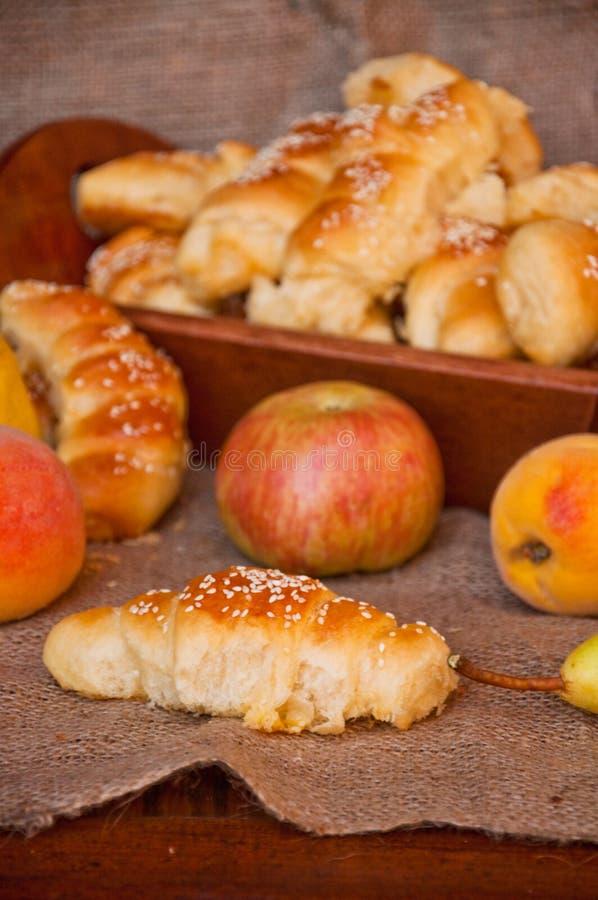 De broden en het fruit van het brood stock afbeeldingen