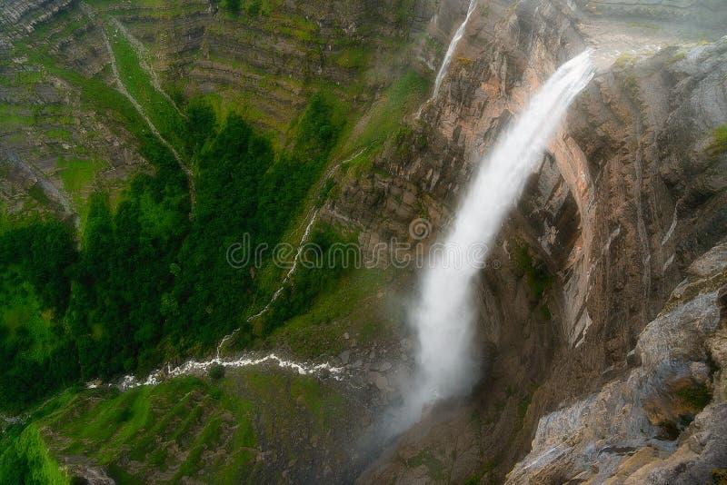 De bron en de waterval van de Nervionrivier royalty-vrije stock fotografie