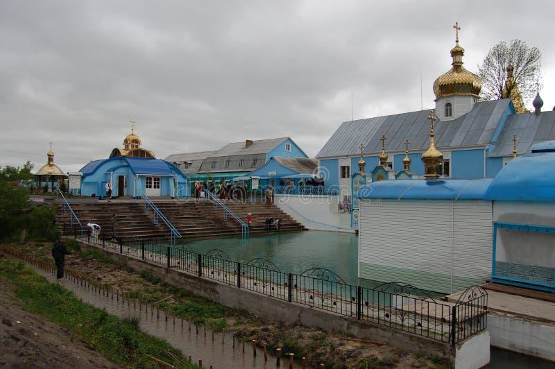De bron van heilige rechtschapen Anna in het dorp van Onyshkivtsi stock afbeeldingen