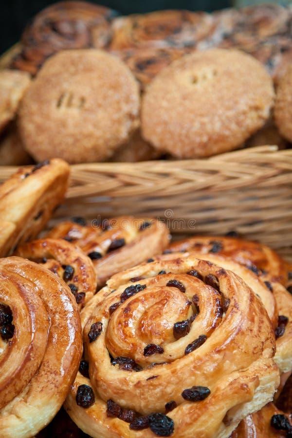 De broodjes van rozijnen stock afbeeldingen