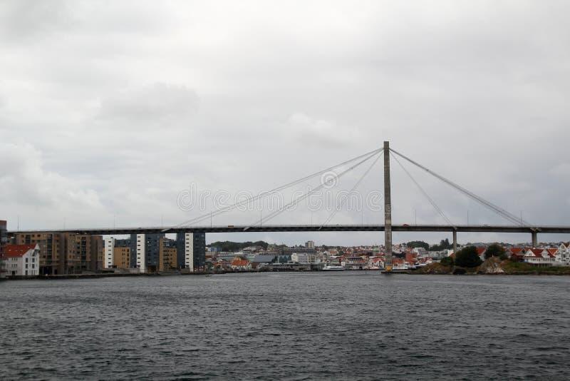 De brug in de vergaderingsveerboot van Stavanger van Tau, Noorwegen royalty-vrije stock afbeelding