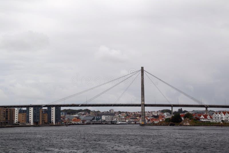 De brug in de vergaderingsveerboot van Stavanger van Tau, Noorwegen stock afbeeldingen