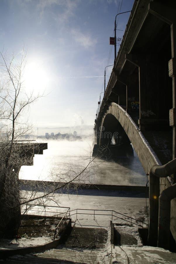 De brug door Yenisei royalty-vrije stock afbeelding