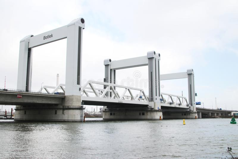 De brug met het meeste defect in Nederland; Botlekbrug op Autosnelweg A15 in Rotterdam in Nederland royalty-vrije stock foto's