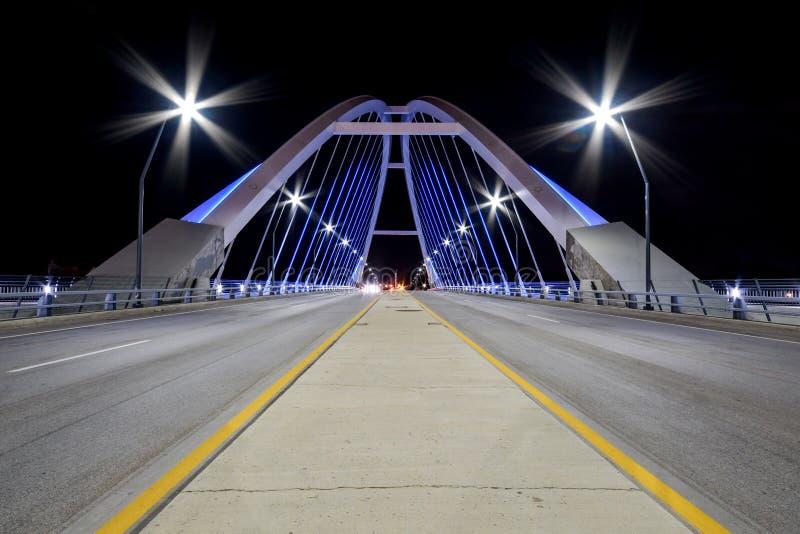 De Brug Minneapolis, Minnesota van het Lowryave bij nacht royalty-vrije stock foto