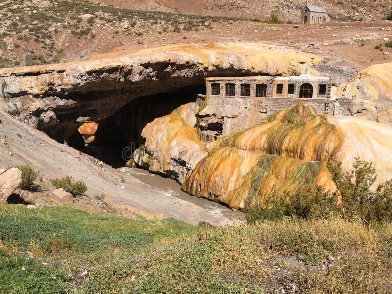 De de Brug natuurlijke vorming van Inca - de Andes van Mendoza Argentinië royalty-vrije stock fotografie