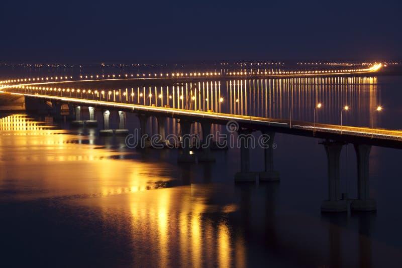 De brug over de rivier royalty-vrije stock fotografie