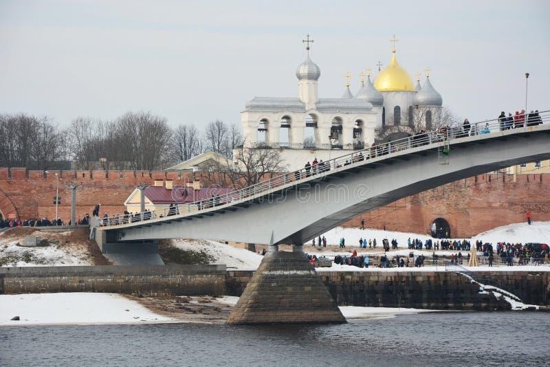 Download De Brug Over De Volkhov-Rivier Stock Afbeelding - Afbeelding bestaande uit oriëntatiepunt, cityscape: 54085015