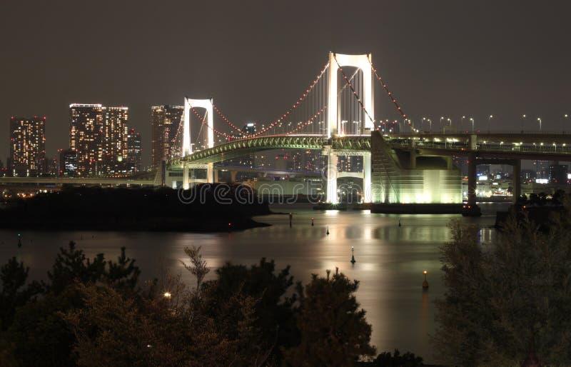 De Brug Tokyo van de regenboog bij Nacht stock afbeeldingen
