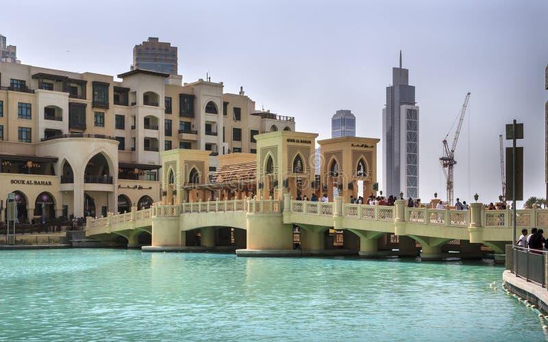 De Brug tussen de Wandelgalerij en Souq AL Bahar van Doubai royalty-vrije stock afbeeldingen