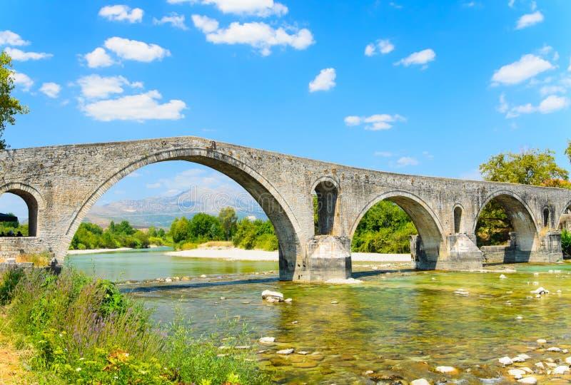De Brug van Arta, Griekenland stock foto's