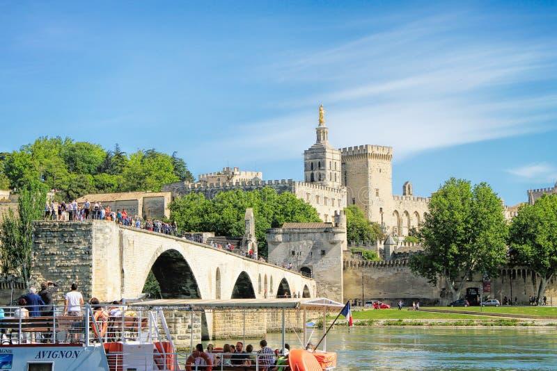 De brug van Avignon en het Pausenpaleis stock afbeelding
