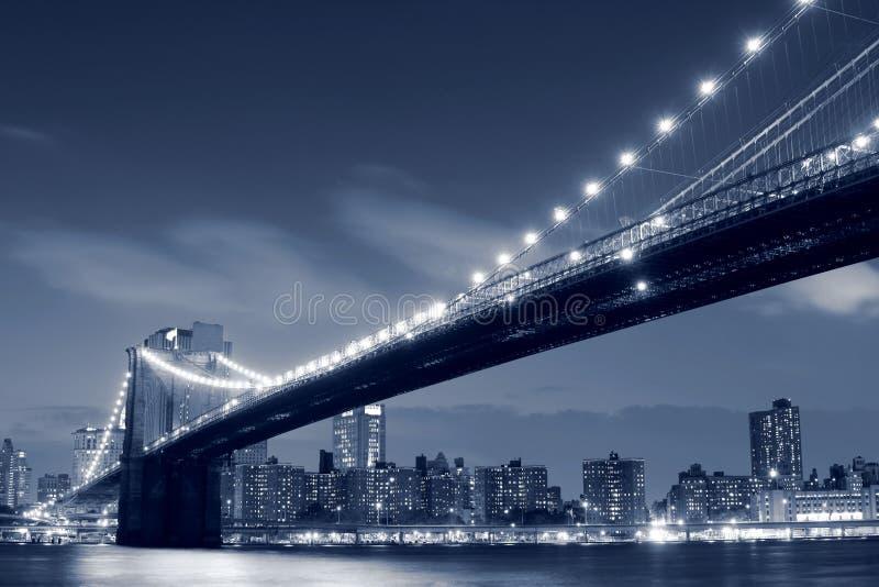 De Brug van Brooklyn bij Nacht royalty-vrije stock afbeeldingen