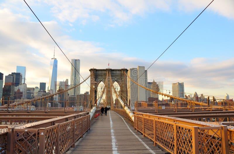 De Brug van Brooklyn, de Stad van Manhattan, New York