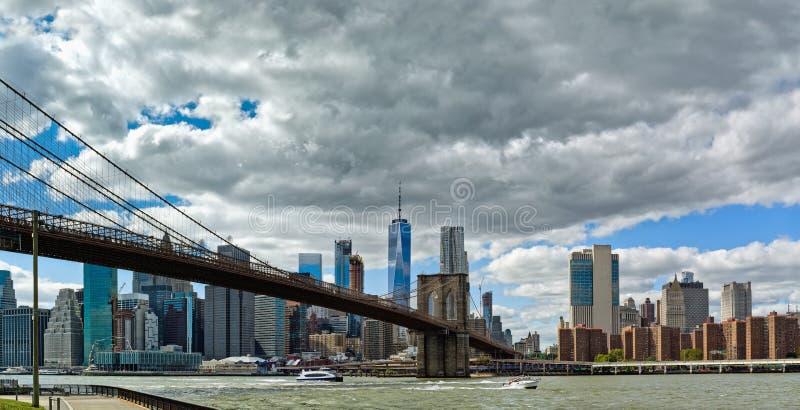 De Brug van Brooklyn en de Stad van Manhattan, New York, de V.S. royalty-vrije stock afbeeldingen