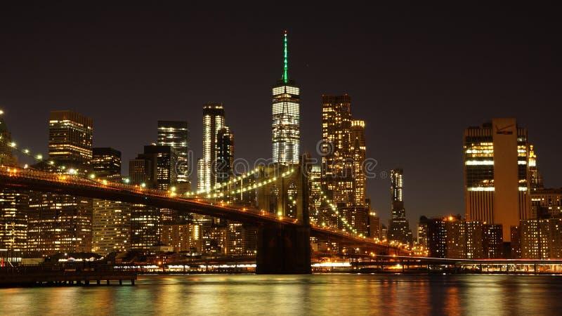 De Brug van Brooklyn met de Horizon van Manhattan op de achtergrond in de Stad van New York stock afbeelding