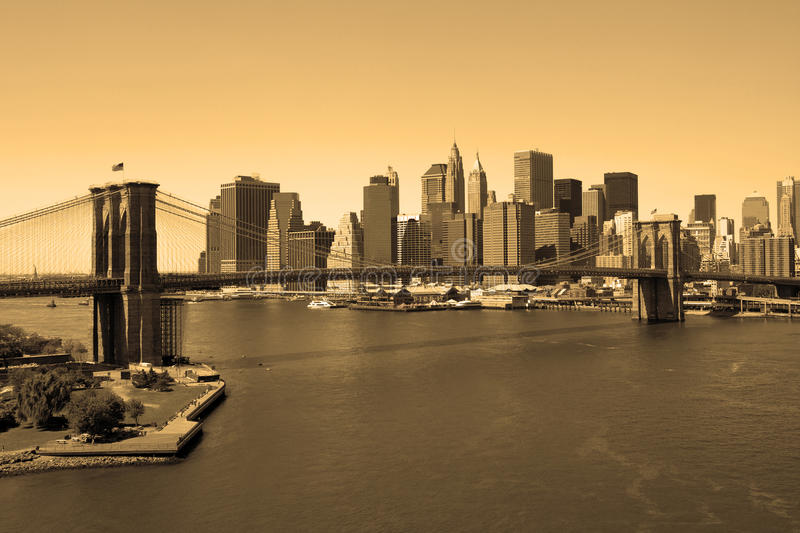 De Brug van Brooklyn in sepia stock afbeelding