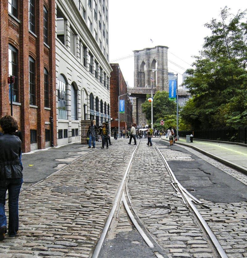 De Brug van Brooklyn van Broooklyn-kant van rivier wordt gezien die stock fotografie