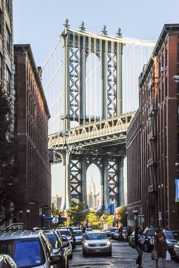 De Brug van Brooklyn van Broooklyn-kant van rivier wordt gezien die stock foto's