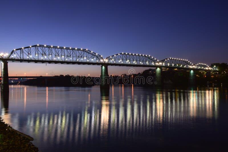 De brug van Chattanooga, Tennessee bij zonsopgang royalty-vrije stock afbeelding