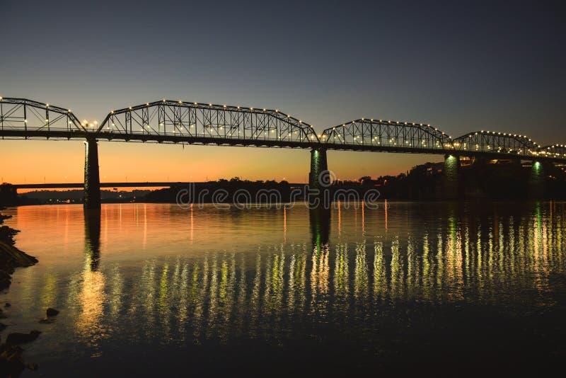 De brug van Chattanooga, Tennessee bij zonsopgang royalty-vrije stock foto