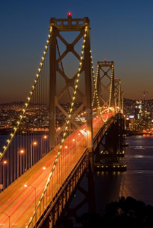 De Brug van de baai, San Francisco bij zonsondergang stock afbeelding