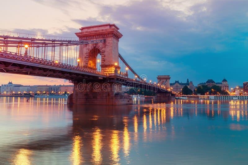 De Brug van de Czechenyiketting in Boedapest, Hongarije, vroege ochtend royalty-vrije stock fotografie