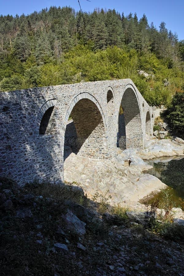 De Brug van de Duivel over Arda-rivier en Rhodopes-berg, Bulgarije stock fotografie