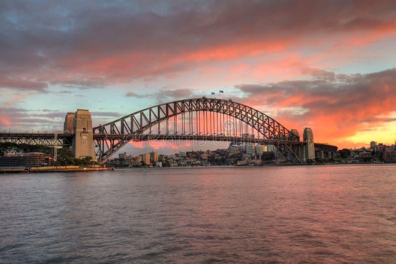De Brug van de Haven van Sydney bij zonsopgang stock foto