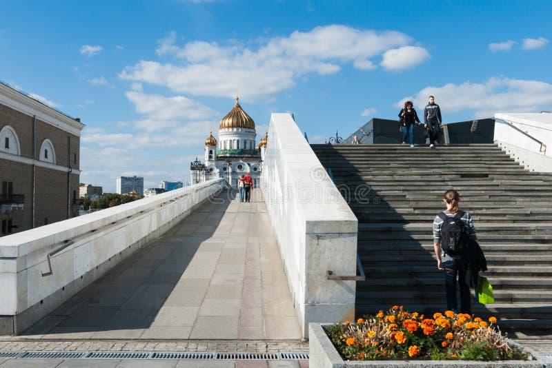 De brug van de patriarch en de kathedraal van Christus de Verlosser royalty-vrije stock afbeeldingen
