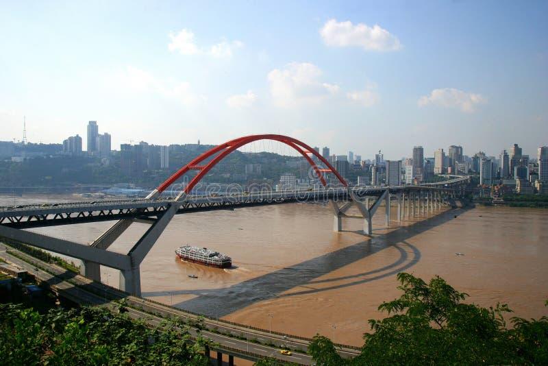 De Brug van de Rivier van Yangtze van Caiyuanba in Chongqing stock foto's