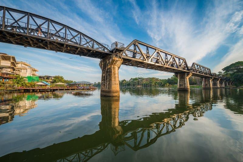 De brug van de Spoorweg van de Dood over rivier Kwai stock fotografie