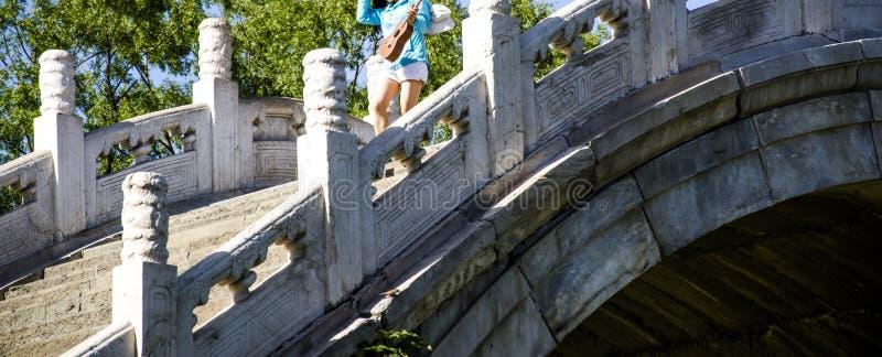 De brug van de steenboog stock fotografie