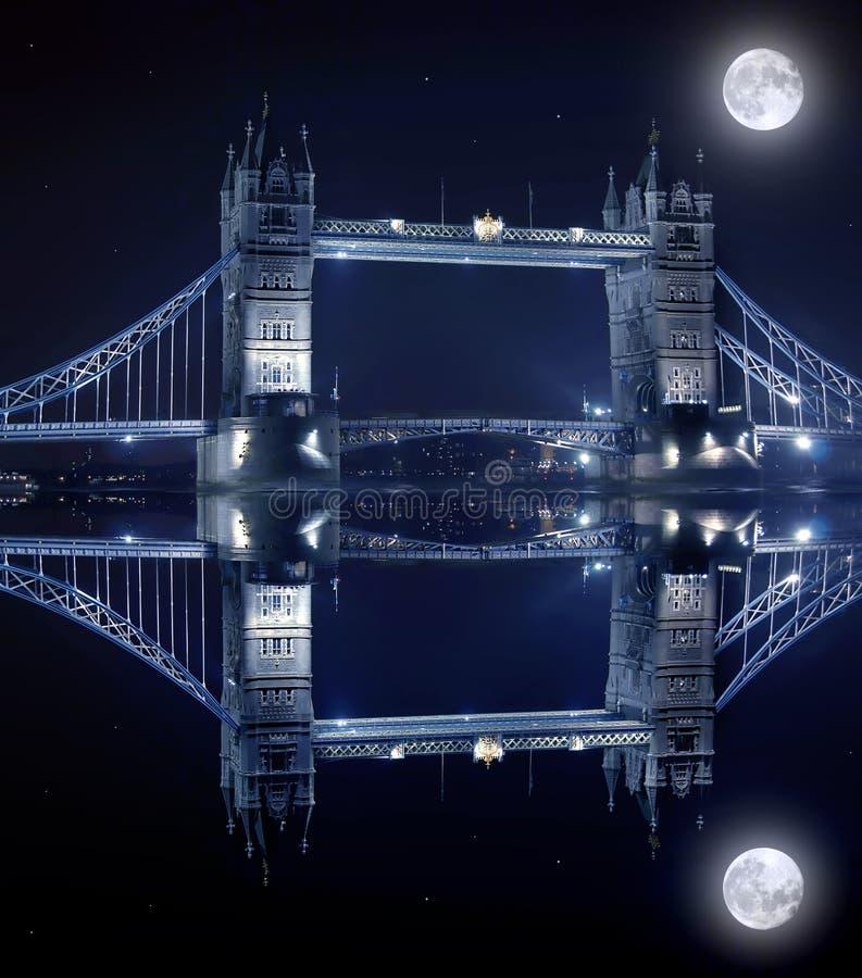 De Brug van de toren in 's nachts Londen royalty-vrije stock foto's