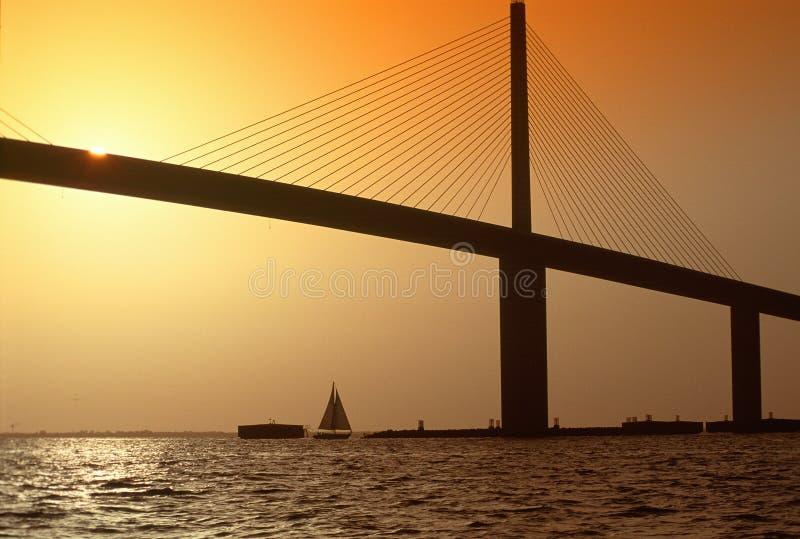 De Brug van de zonneschijn over de Baai van Tamper, FL stock foto
